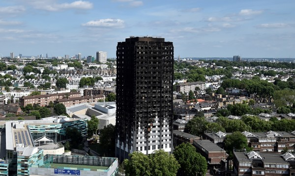 Евакуират 800 апартамента в Лондон заради блока факла