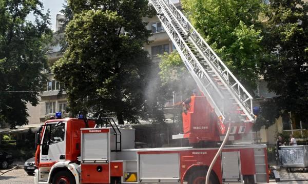 Огромен пожар се разрази в центъра на Пловдив