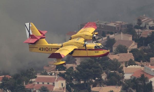Стотици евакуирани заради пожар в Испания
