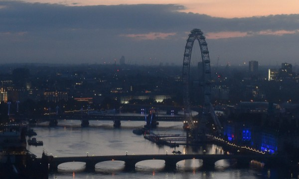 "Затвориха ""Лондонското око"" заради стара бомба"