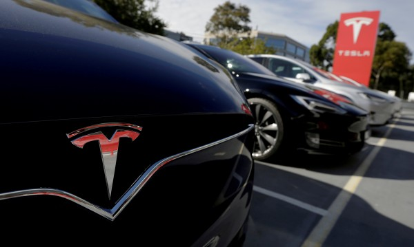 Ново 20: Tesla мърсяла колкото бензинова кола за 8 години