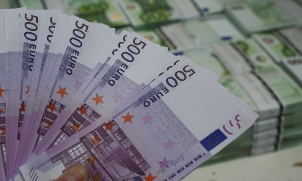 Трима души пребиха мъж, откраднаха €4000