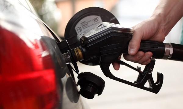 Отпускарско поевтиняване: Бензин, дизел, газ