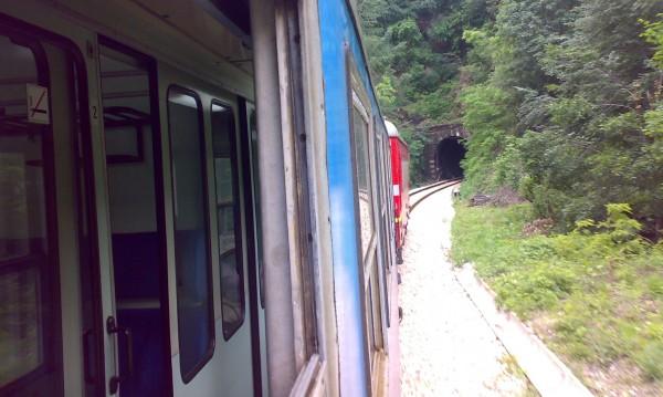 21 век, България: Богатите с колите, бедните с влака