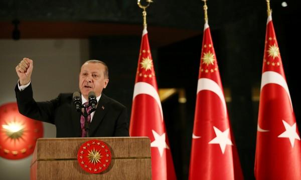Турция: Военна операция в Сирия, няма да има кюрдска държава