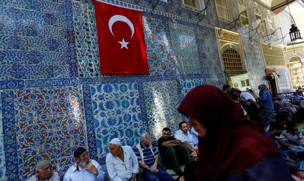 Ердоган не иска младите да мислят, турската нация – оглупява