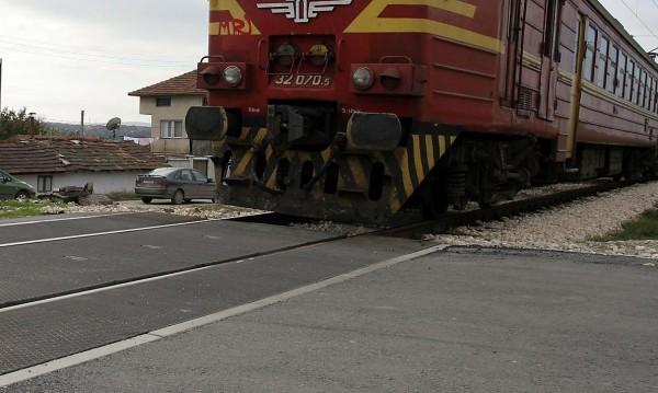 Дим от локомотива спря пътническия влак Сливен - Бургас