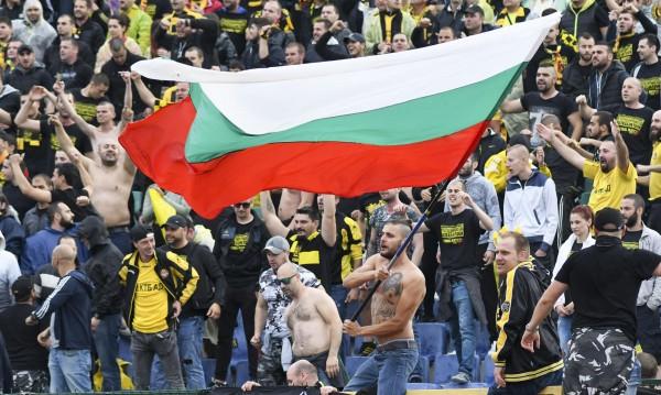 """Пуснаха феновете на """"Ботев"""", с ескорт към Албания"""
