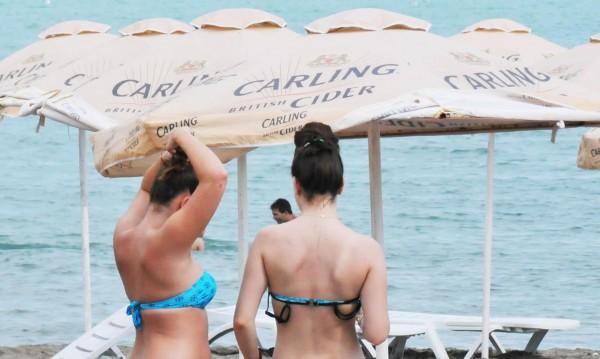 Плажни кремове – опасни, объркват ни хормоните