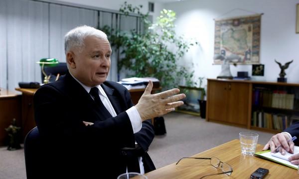 Шоу в Полша показва как Качински държи реалната власт