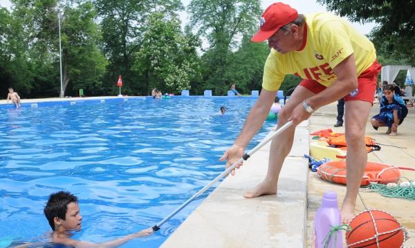 Хайде на басейн в лятната жега! В София били безопасни