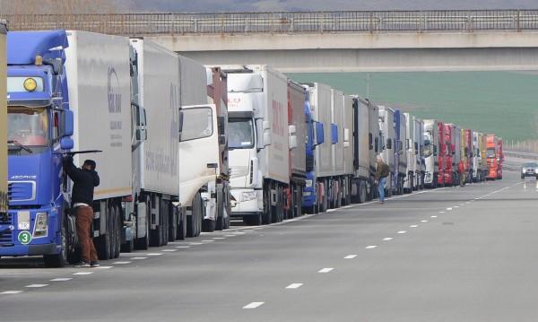 Румъния спря ТИР-ове по пътищата заради жегата