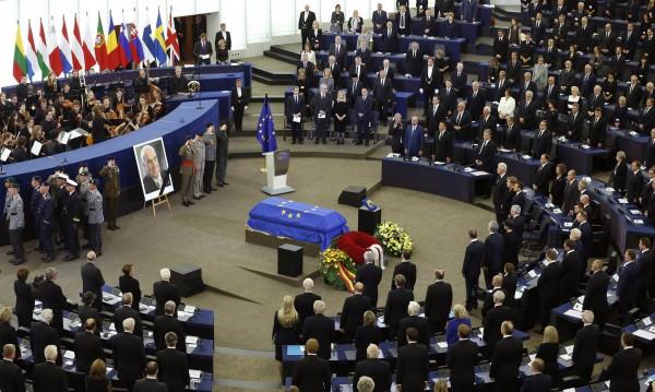 Светът се прощава с Хелмут Кол в Страсбург