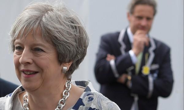 Хиляди излязоха в Лондон заради икономиите на Тереза Мей