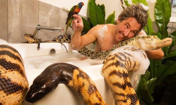 Откачалката Крис Хъмфри: Да живееш със змии, орли, пингвини...