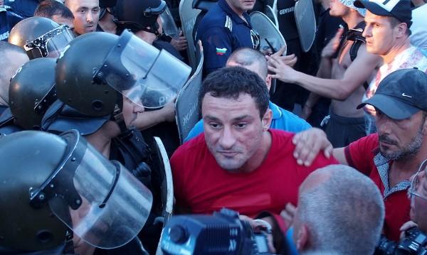 Арести след протеста: Спипаха Перата и още двама хулигани