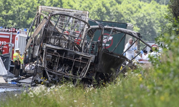 Извадиха 11 от телата от изпепеления рейс в Бавария