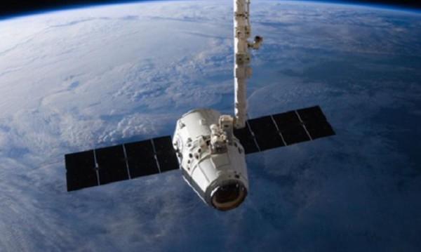 """""""Дракон""""-ът на SpaceX се завърна, приводни се в Тихия океан"""