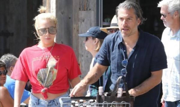 Лейди Гага на шопинг с майка си и новото си гадже