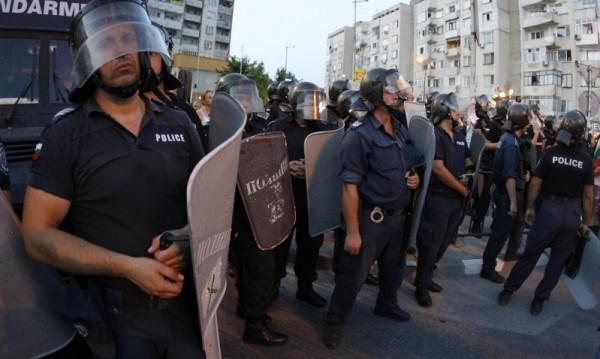 В Асеновград протестират за шеста поредна вечер