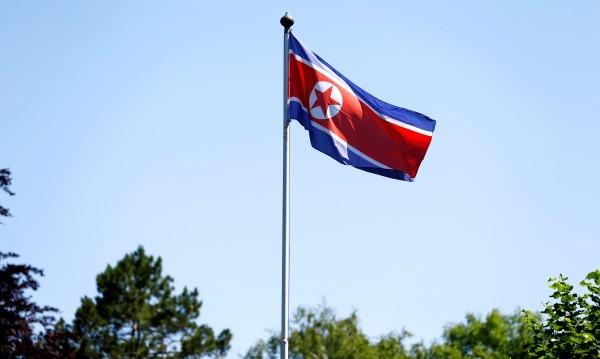 Пхенян изстреля пак ракета, въпреки напрежението със САЩ