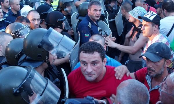 След побоя в Асеновград: Повдигнаха обвинение на Перата