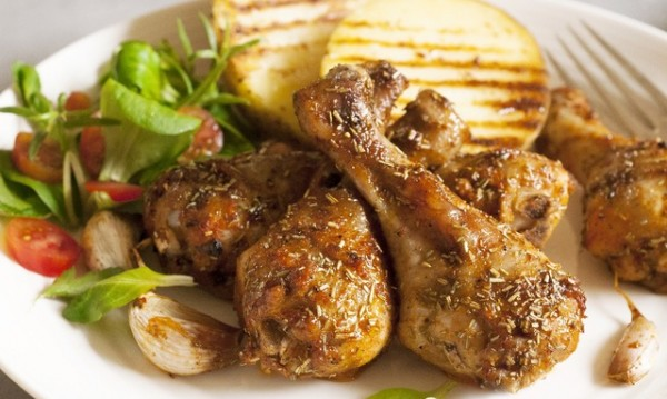 Рецептата Dnes: Пилешки бутчета със синьо сирене