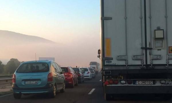 Около 40 коли се блъснали при катастрофата край Ихтиман