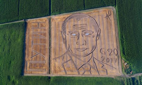 Италиански фермер създаде с трактор портрет на Путин