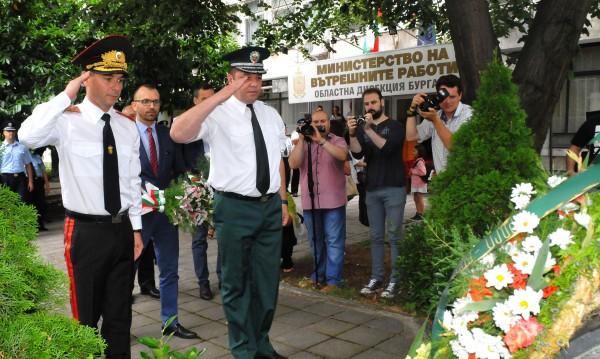 БСП и ДПС зад полицаите: Ножът е опрял до кокала