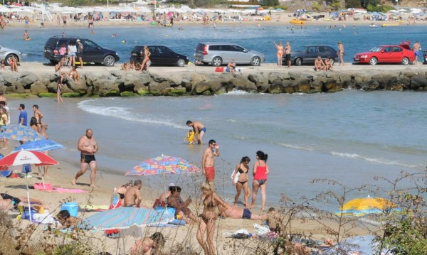 Лято, плаж, слънце, море... Туристите не искат нудистите
