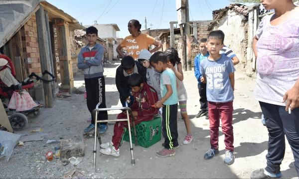 Интеграция, милиони за роми и ромски барони... А в гетата цъка бомба