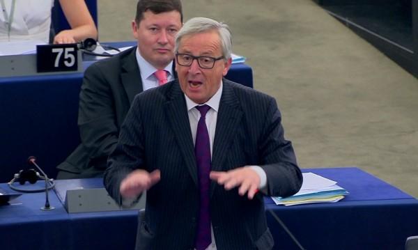 """Юнкер се извинил за """"нелепия"""" Европарламент"""