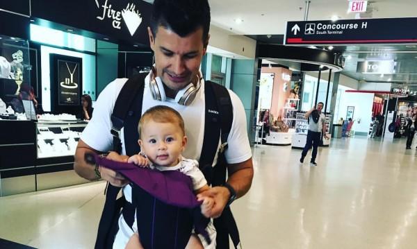 Мика Стоичкова пристигна със семейството си в България