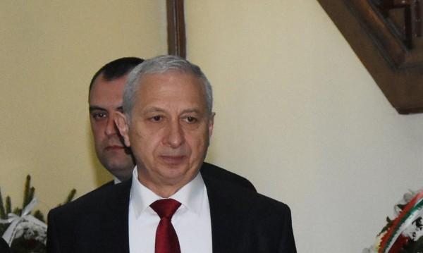 Депутатите викат и Герджиков за новия изтребител