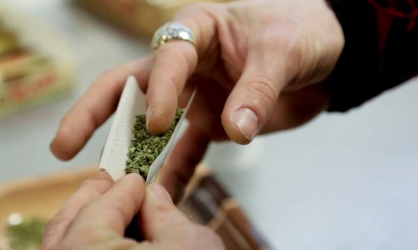 Билка, листа... Навлизат нови наркотици, пазете вашите деца!