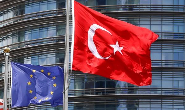 Европарламентът: ЕС да спре парите на Ердоган