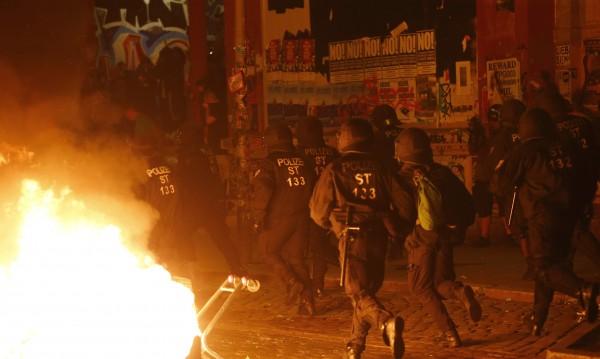 Десетки ранени полицаи при сблъсъците на протеста в Хамбург