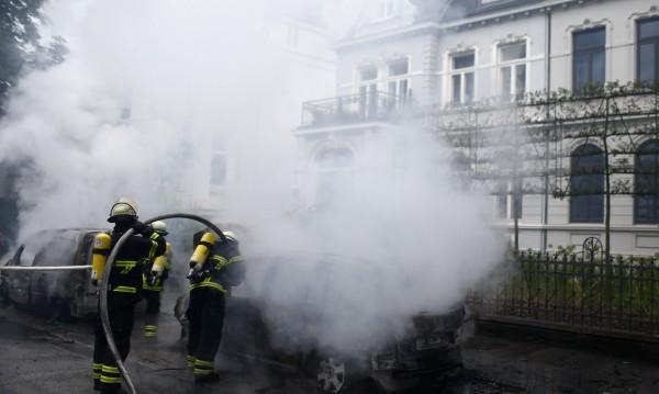 Антиглобалисти атакуваха полицейски участък в Хамбург