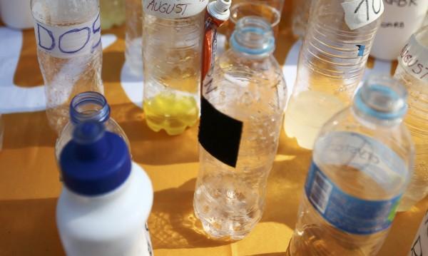 Да пием вода от същата бутилка – по-мръсно и от кучешка играчка