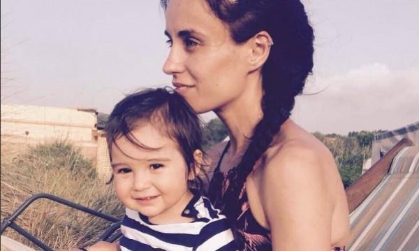 С деца на море: Деян Донков и Радина отмарят на плажа