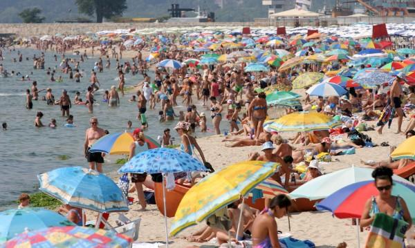 Ваканцията на българиина: В Гърция - на море, но в България е най-добре!