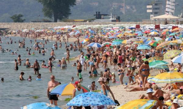 За плаж е: слънце и жега. Температурите стигат до  35°