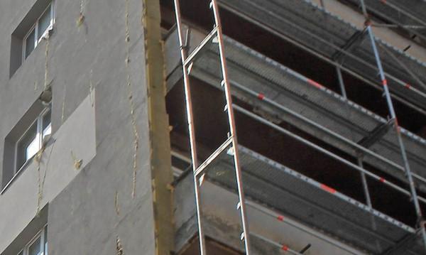Инцидент в Бургас: Ток по скеле убил строителен работник?