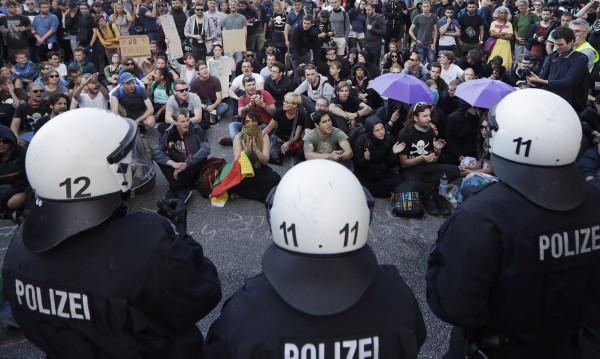 Безредиците в Хамбург развалят репутацията на Германия пред света