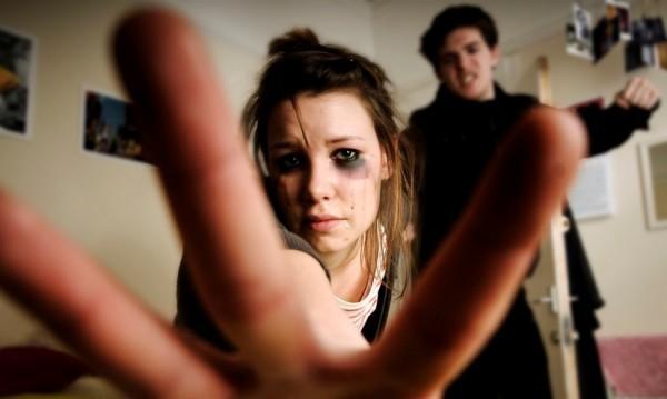 От безпомощност ли: Институциите неглижират домашното насилие