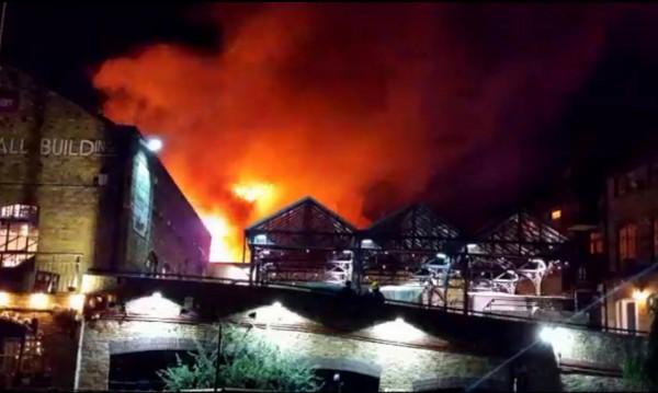 Пожар избухна на популярен пазар в Лондон