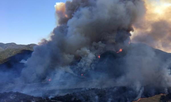 Хиляди евакуирани в Калифорния заради силни пожари