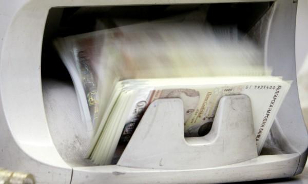 Крадци отмъкнаха банкови карти в Бургас, дръпнаха над 4700 лв.