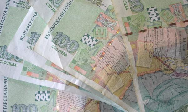 В Благоевградско: Три баби дадоха общо 5 бона и злато на ало апаши